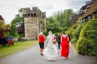 bride arriving with toastmaster cooling barn